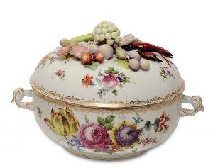Auktion München Porzellan Terrine Dresden Potschappel reich dekoriert
